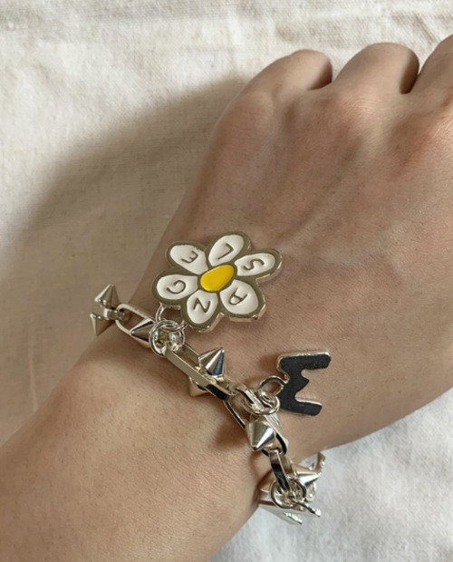P.A DAISY NEEDLE LGGO BANGLE